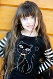barn för dräktflickahalloween utomhus häxa Royaltyfri Bild