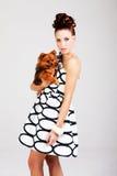 barn för hundholdingkvinna royaltyfri bild