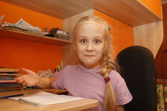 barn för isolateschoolgirlwhite Royaltyfri Fotografi