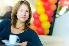 barn för kvinna för affärskaffe dricka Royaltyfria Bilder