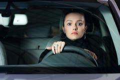 barn för kvinna för bilkörning nätt royaltyfri fotografi