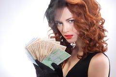 barn för kvinna för euroholdingpengar Royaltyfria Bilder