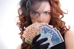 barn för kvinna för euroholdingpengar Royaltyfri Fotografi