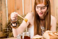 barn för kvinna för hippie för ladugårdfrukosthår rött Arkivbilder