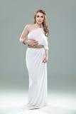 barn för kvinna för klänninggrek inspirerat vitt Arkivfoto