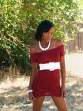 barn för kvinna för svart klänningrät maska rött magert royaltyfri fotografi