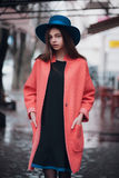 barn för modeståendekvinna Royaltyfri Foto