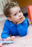 barn för pojkespelrumstående Royaltyfri Bild