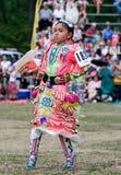 barn för powwow för dansareklänningklirr Arkivfoto