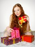 barn för redhead för flickagrifts lyckligt Fotografering för Bildbyråer