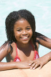 barn för simning för flickapöl le arkivfoton