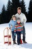 barn för snow för barnfadersled fotografering för bildbyråer