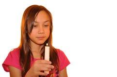 barn för stearinljusflickaholding Arkivfoton