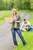 barn för väg för hake för asfaltryggsäckpar fotvandra royaltyfri bild