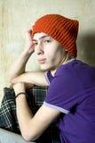 barn för vägg för hattman gammalt rött allvarligt sittande Royaltyfri Bild