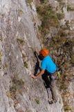 barn för white för vägg för klättringman brant fotografering för bildbyråer
