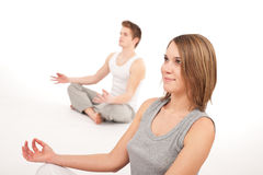barn för yoga för pos. för parkondition sunt Royaltyfria Bilder