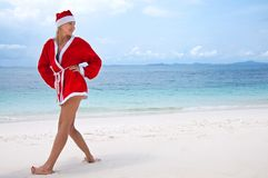 barn för kvinna för stranddräkt s santa Royaltyfri Bild