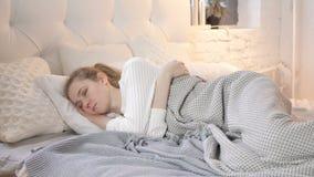 barn f?r gullig flicka f?r underlag sinnligt sova lager videofilmer