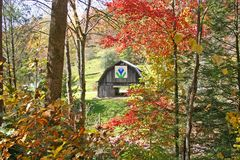 Barn in Fall Foliage Royalty Free Stock Photos