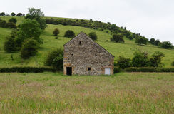 Barn in field. Wetton Mill,Peak District,England Stock Images