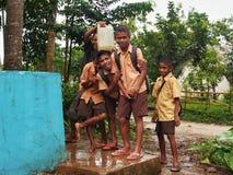 Barn från den Sumba ön, Indonesien royaltyfri fotografi