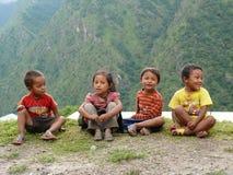 Barn från Tallo Chipla - Nepal Arkivfoton