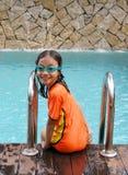 barn för flickapölsimning Arkivfoto