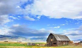 Barn and Gallatin Mountains Royalty Free Stock Photos