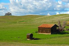 Barn on a Grassy Knoll Royalty Free Stock Photography