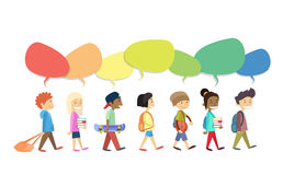 Barn grupperar att gå går med färgrik kommunikation för pratstundasksamkväm royaltyfri illustrationer