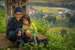 Barn H'mong för etnisk minoritet arkivfoto