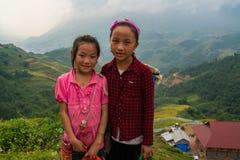 Barn H'mong för etnisk minoritet arkivfoton