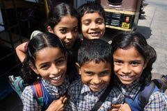 Barn har gyckel på gatan av Indien Royaltyfria Foton