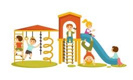 Barn har gyckel på lekplatsen med den stora glidbanan royaltyfri illustrationer