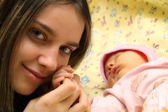 barn henne moder Arkivfoton