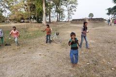 Barn i Angor Wat Arkivfoto
