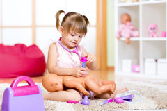 Barn i dagis Unge i daghem flicka Arkivfoto