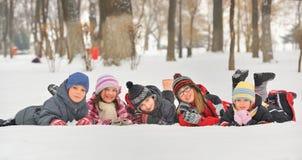 Barn i den insnöade vintern Fotografering för Bildbyråer