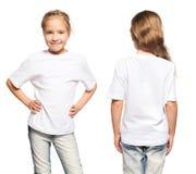 Barn i den vita t-skjortan Arkivbild
