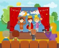 Barn i dräkter som utför teatern Fotografering för Bildbyråer