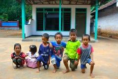 Barn i gatorna, East Java, Indonesien Arkivbild