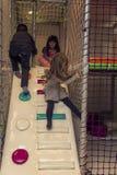 Barn i lekrummet royaltyfri bild
