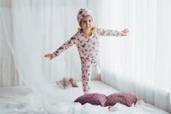 Barn i pajama royaltyfri fotografi
