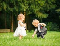 Barn i parken Arkivbilder
