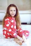 Barn i pyjamas Arkivbilder