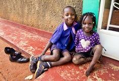 Barn i skola i Uganda royaltyfri foto
