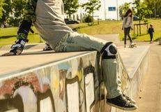 Barn i skridsko-parkera fotografering för bildbyråer