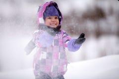 Barn i snow arkivbilder