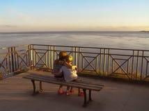 Barn i solnedgång Fotografering för Bildbyråer